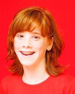 Ik ben gebiologeerd door de huid- en gezichtskenmerken van natuurlijk roodharigen. Als portretfotograaf maakte ik deze serie in 2007 voor de Roodharigendag in Breda. Er is ook een fotoboek van verschenen via http:/www.blurb.com