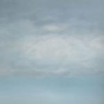 Witte zeilen onder een wolkendeken