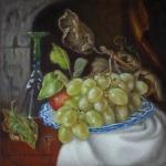 Stilleven met druiven op aardewerkenschaal, glaswerk en witte doek