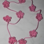 Setje van 2 gehaakte kettingen bloemetjes roze