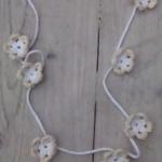 Ibiza ketting gehaakte bloemetjes wit/beige