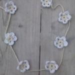 Ibiza ketting gehaakte bloemetjes beige/wit