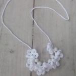 Ibiza ketting gehaakte bloemetjes/kralen