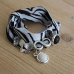 Armband wikkel zebra bedels