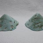 duo blauwe lichtobjecten kegelvormig
