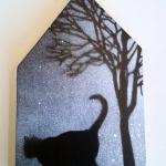 Huisje met boom en kat