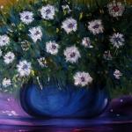 Bloemen in blauwe vaas