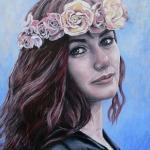Portret met bloemenkrans
