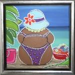 Dikke dame op het strand