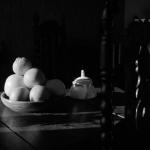 Fruitschaal op boerenklaptafel