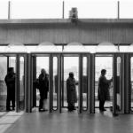 Telefonerende mensen op station Utrecht