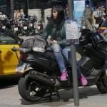 Vrouw op motor - Barcelona april 2017