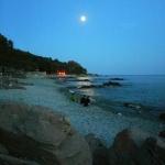 maan boven zee