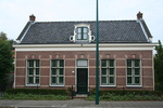 Dorpsstraat 68 in Oegstgeest is gebouwd in 1888 en het pand is precies 100 jaar later gerestaureerd in 1988, door de huidige bewoners.