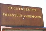 De Oegstgeestertuinvereniging zit in de Gruneriewijk, de ingang is bij de Willibrorduslaan.