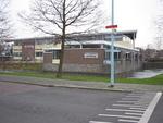 De Rooms-Katholieke Jenaplanschool op de hoek Hazenboslaan - Lange Voort te Oegstgeest. De hoofdingang is in de Rembrandt van Rijnlaan.