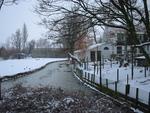 De Groenhoevelaan, een nieuwe wijk, grenst aan de Dorpsstraat en aan de Almondeweg. In de wijk staat een monumentale boerderij.
