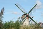 Deze Molen staat in de Klaas Hennepoelpolder, grenzend aan Warmond en de wijk Poelgeest. De molen is sinds kort gerenoveerd.