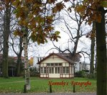 Het kleinste Trouwhuisje van Nederland staat in Oegstgeest. Het is te bewonderen bij het Gemeentehuis van Oegstgeest, beide zijn een Rijksmonument.