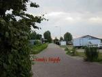 De Almondeweg staat ook wel bekend als 'De Dijk'. 'De Dijk' kunt u vinden vlakbij het Groene Kerkje, de smalle Dorpsstraat en vlak langs het Oegstgeesterkanaal.