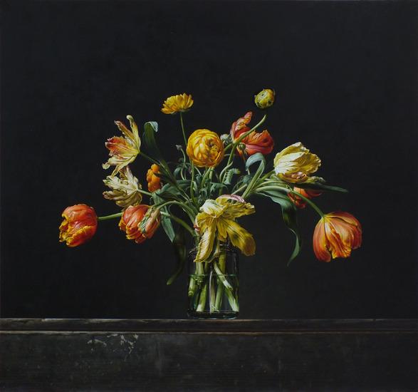 Stilleven met tulpen en ranonkels