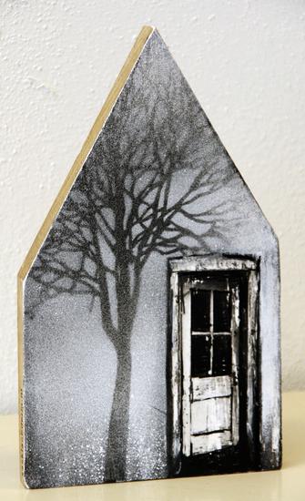 Huis met deur en boom
