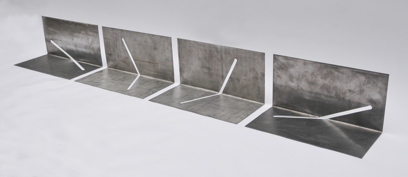 Vier identieke vierkanten met gleuf verschillend gevouwen