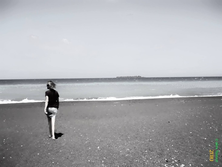 Anja op leeg strand