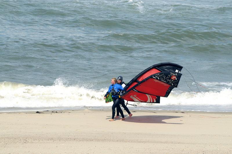 Kitesurfers2