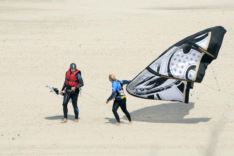 Kitesurfers3