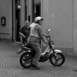 Diverse beelden niet onder een specifieke noemer samen te brengen dan 'straatfotografie' In ieder geval niet-geënsceneerde beelden.