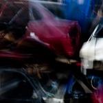 Abstracte fotografie: onderwerp ... een autosloperij. Daar begin november 2010 geweest met leden fotoclub - www.hafv.nl)